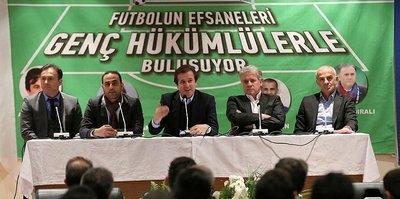Futbolun efsaneleri genç hükümlülere umut oldu