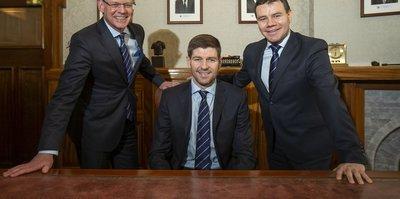 Steven Gerrard imzaladı!