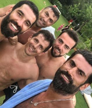 Volkan Demirel, Arda Turan, Burak Yılmaz, Emre Belözoğlu'nun fotoğrafı sosyal medyayı salladı