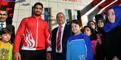 Taha Akgül'ün adı spor merkezine verildi