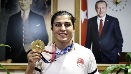"""Busenaz Sürmeneli A Spor'a konuştu! """"Başkan Erdoğan'a verdiğim sözü tuttum"""""""