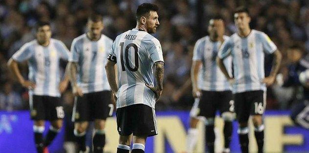 Arjantin kendini ateşe attı