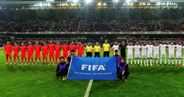 Başakşehirdeki Türkiye İran maçında İranlılar tribünü doldurdu
