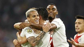 Ajax Groningen'i üç golle geçti