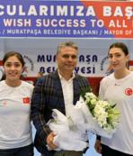 Başkan Uysal A Milli Kadın Hentbol Takımı'nı ziyaret etti