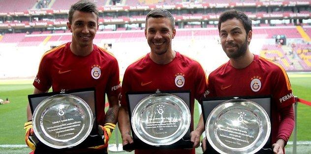 Üç oyuncuya plaket verildi