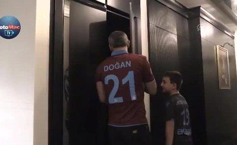 """Trabzonspor aşkıyla evde """"forma müzesi"""" kurdu"""