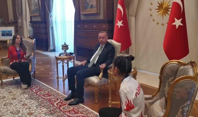 Başkan Erdoğan'dan Sümeyye ve Sevilay'a teşekkür mesajı