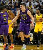 Lakers Golden State'i deplasmanda yendi