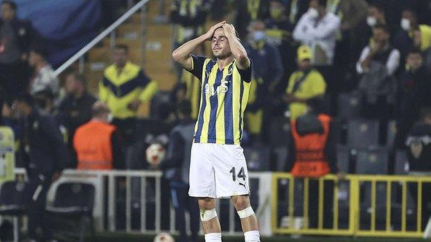 Fenerbahçe Antwerp maçı sonrası taraftarlardan futbolculara tepki!