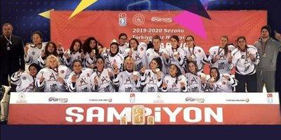 Türkiye Buz Hokeyi Kadınlar Ligi'nde Buz Adam GSK mutlu sona ulaştı