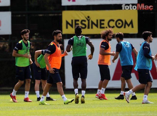 Fenerbahçe 2 yıldızdan gelen haberle yıkıldı!