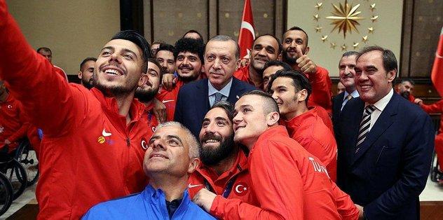 Cumhurbaşkanı Erdoğan, milli takımları kabul etti