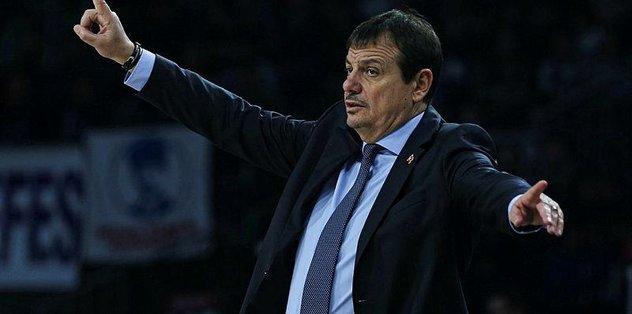 """Ergin Ataman: """"Fantastik basketbolla harika bir galibiyet aldık"""""""