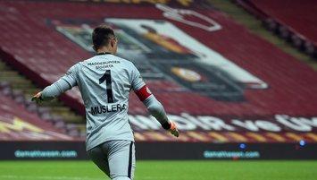 Galatasaraylı Muslera ilk maçında olay oldu!