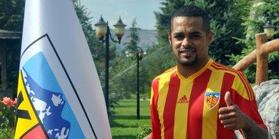 Kayserispor'da golcü Welliton'a af çıktı