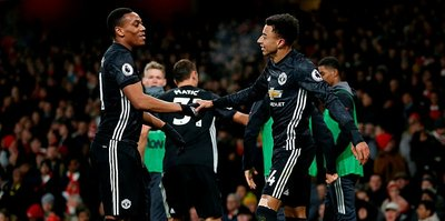 Manchester United, deplasmanda  Arsenal'i devirdi