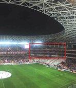 Antalyaspor kazada ölen taraftarların adını misafir tribününe verdi