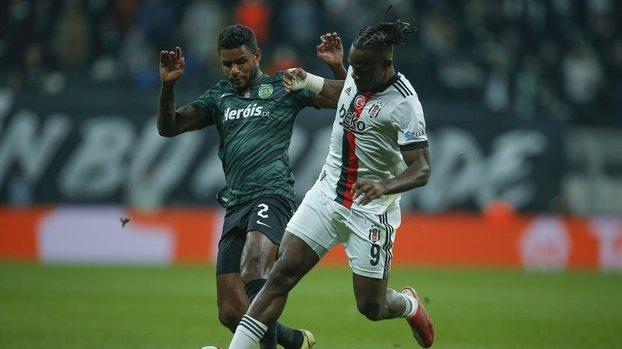 Beşiktaş Sporting Lizbon maçında Batshuayi direğe takıldı! İşte o pozisyon