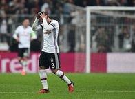 Beşiktaş'ta Adriano'ya sürpriz teklif! Takımdan ayrılıyor...