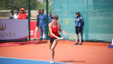 Milli tenisçi Berfu Cengiz, Hindistan'da finale yükseldi