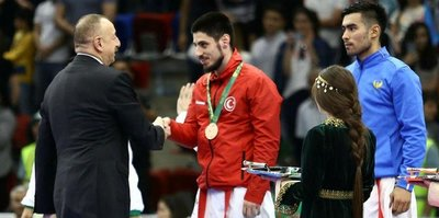 Madalyayı İlham Aliyev takdim etti