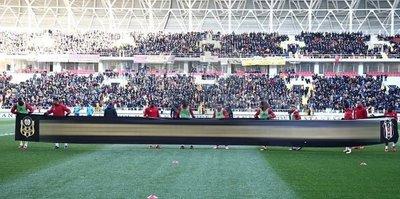 Malatyaspor'dan Beşiktaş'a özel pankart