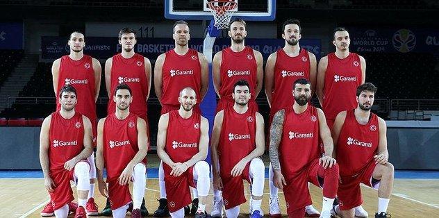 A Milli Erkek Basketbol Takımı basın mensuplarıyla bir araya geldi