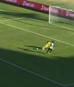 Kupada inanılmaz pozisyon! Bu gol nasıl kaçar?