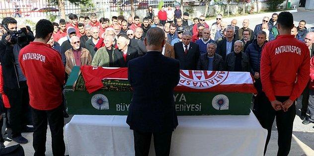 Antalyaspor'dan eski futbolcusuna tören