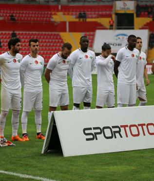 Akhisarspor Fenerbahçe'nin takılmasıyla nefes aldı
