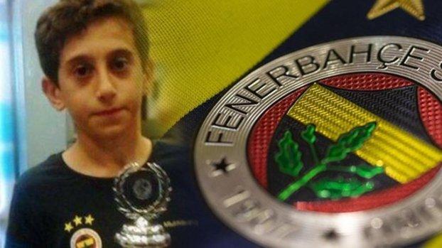 Fenerbahçe formalı bu çocuk kim? Şimdilerde herkes onu konuşuyor! Çocukluk hayalini gerçekleştirdi... #