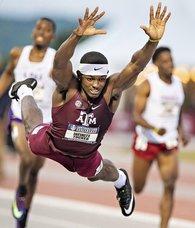 Genç atlet yarışı Süpermen uçuşu ile kazandı!