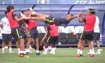 Brezilyalı futbolcular çocuklar gibi eğlendi