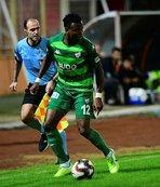 Bursaspor'da Shehu İbrahim Üzülmez ile çıkışa geçti