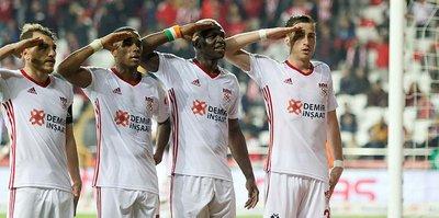 Sivasspor Antalya'da coştu