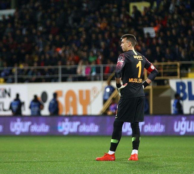 Galatasaray'da deprem! Muslera...