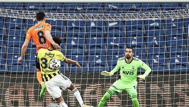 Son dakika spor haberleri: Başakşehir Fenerbahçe maçında penaltı kararı! İşte o pozisyon