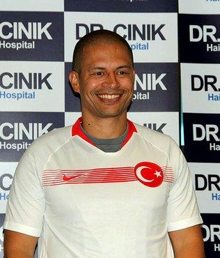 Alex'ten Hakan Çalhanoğlu'na: Bu sadece bir şakaydı!