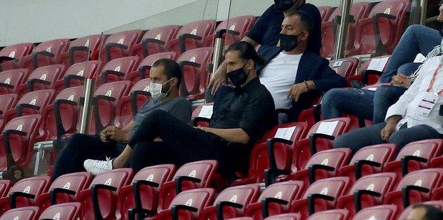 Yusuf Yazıcı tribünde - Futbol -