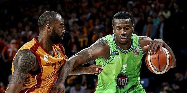 Galatasaray Play-Off potasından uzaklaşıyor