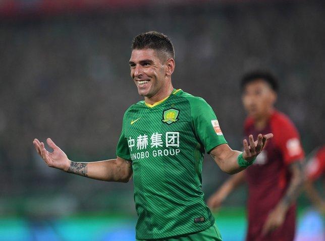Galatasaray'ın forvet adayları Çin'den: Jonathan Soriano, Alan ya da Pelle