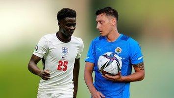 Mesut Özil'den Bukayo Saka'ya destek!