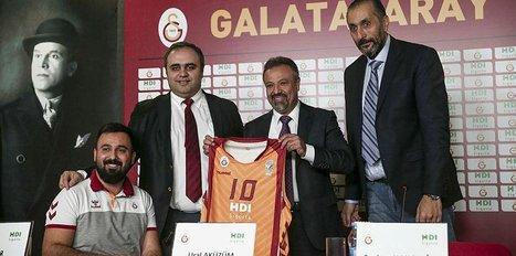 """Aküzüm: """"Türk sporu yerlerde sürünüyor"""""""