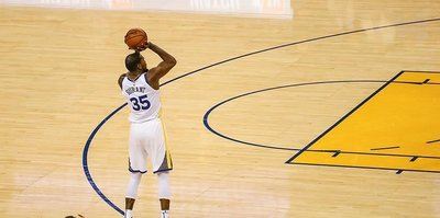 Warriors Nuggets fight for Western Conference lead