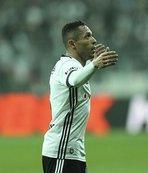Adriano: Başımızı dik tutmamız şart