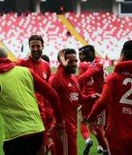 Sivasspor evinde Göztepe'yi 2 golle geçti!