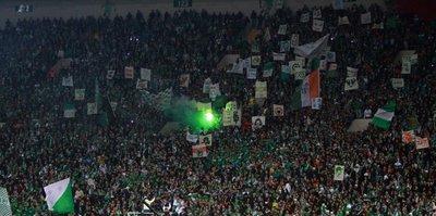 Bursaspor tribünlerinde bayrak krizi