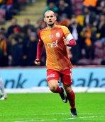 Kınay: Wesley Sneijder küstürülmemeli