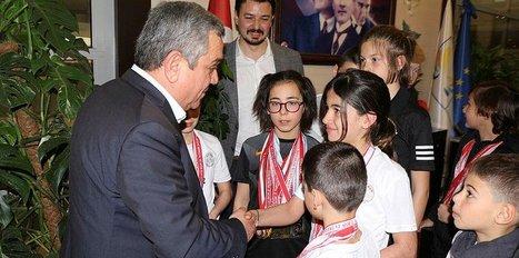 Minik yüzücülerden Başkan Kayalı'ya ziyaret